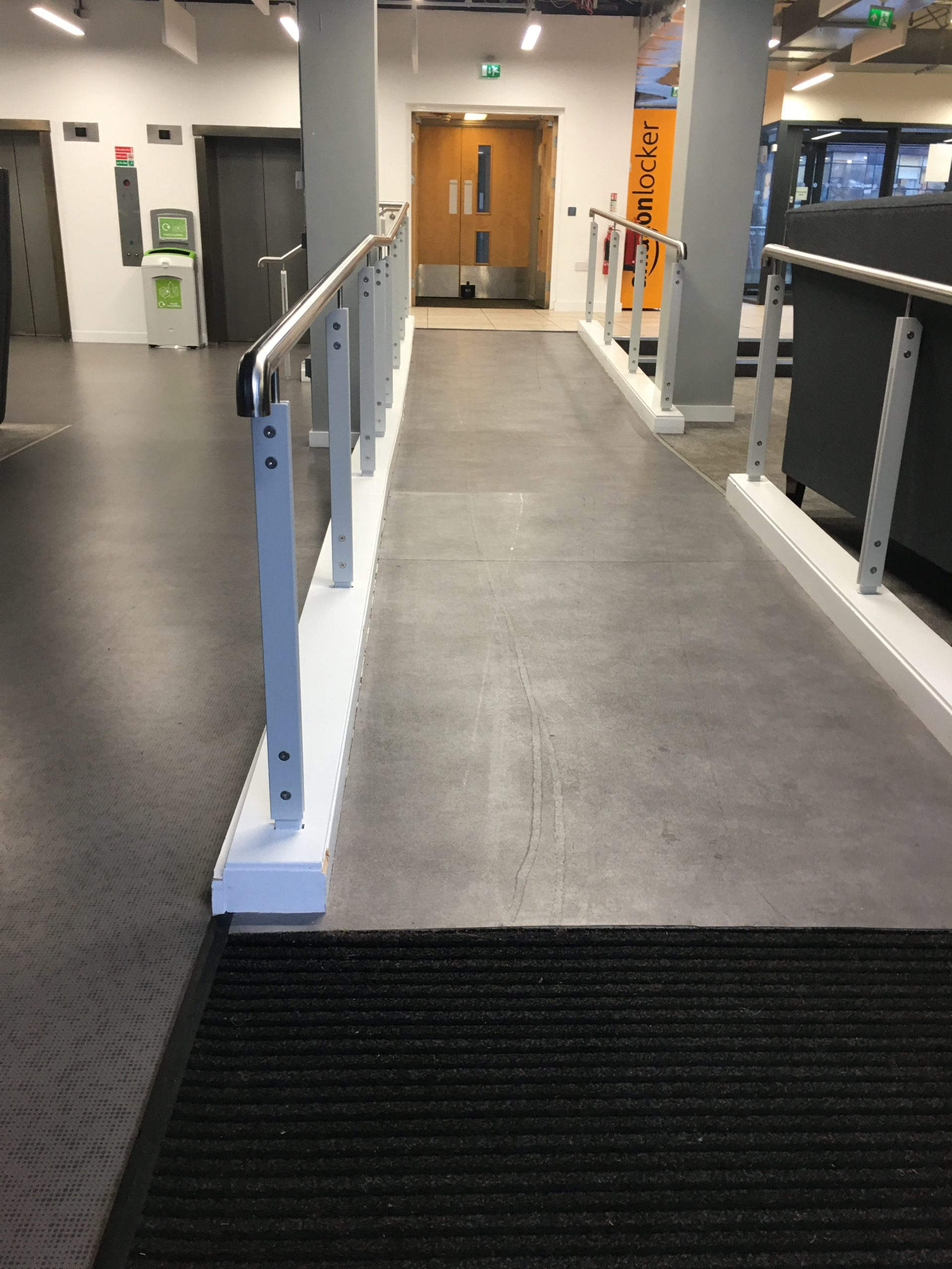 Staggered ramp
